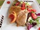 Kókuszzsírban sült csirkemellfilé saláta ágyon